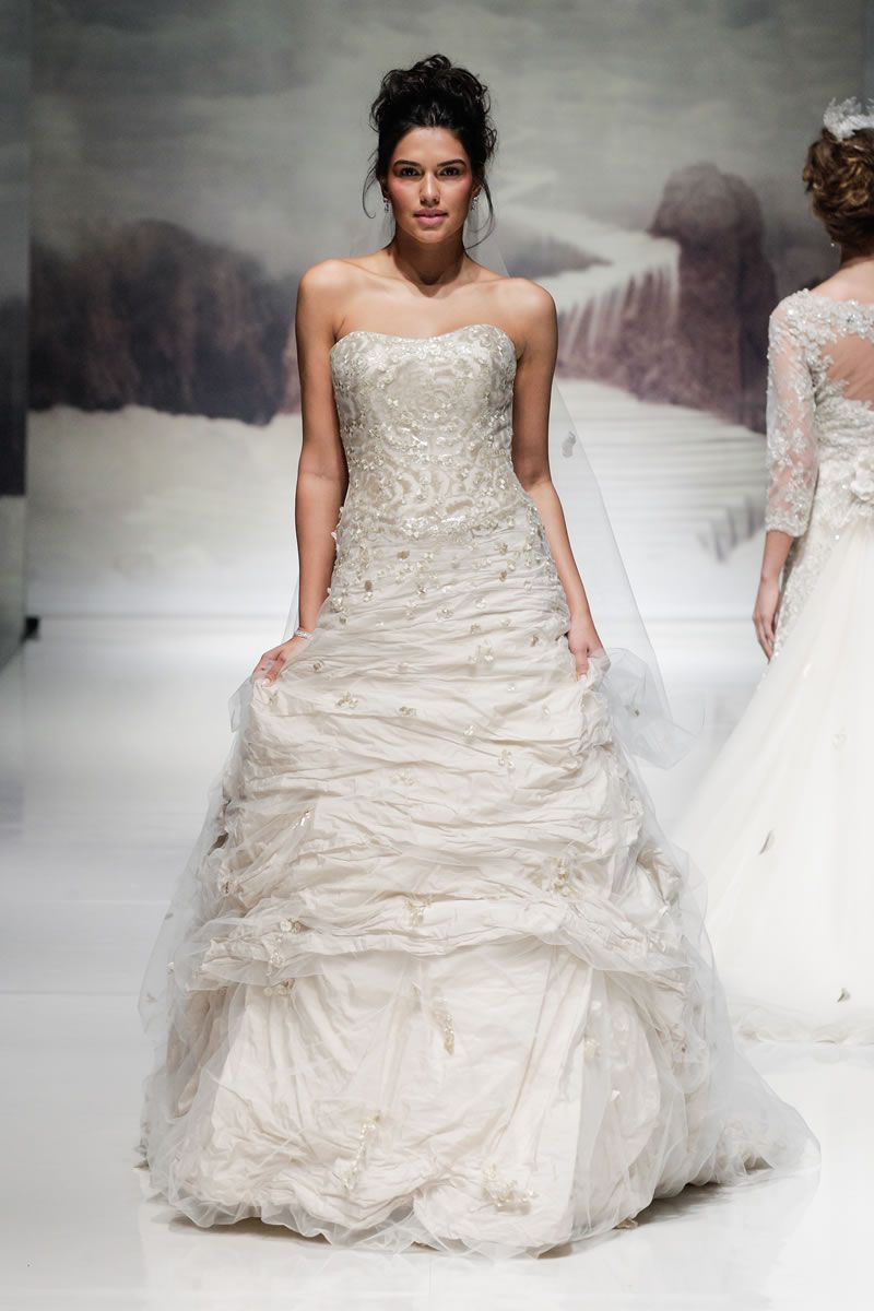 30-best-strapless-dresses-ianstuart-bride.com ian_stuart_2014_002