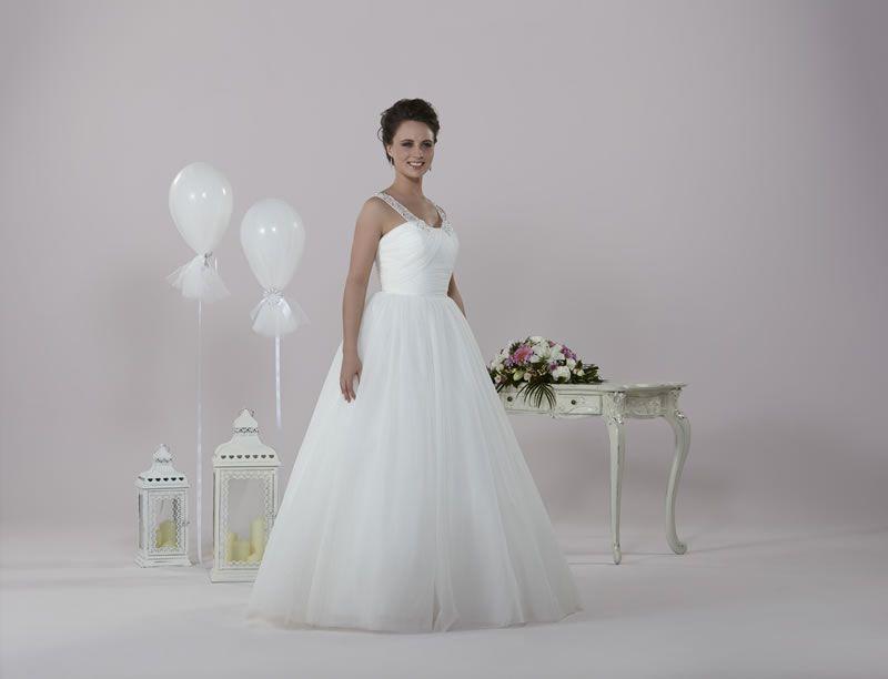 6-best-budget-dresses-alexiadesigns.com D014