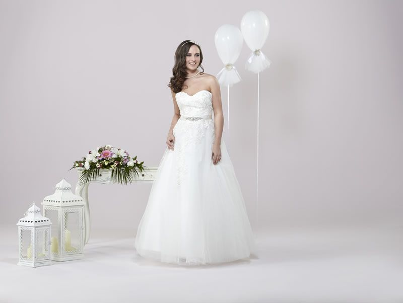 6-best-budget-dresses-alexiadesigns.com D027