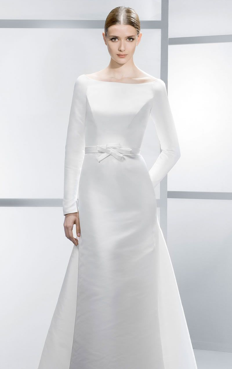 best-contemporary-wedding-dresses-Jesus-4038