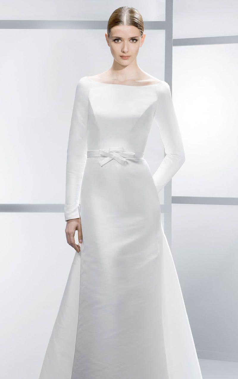 best-contemporary-wedding-dresses-Jesus-4038