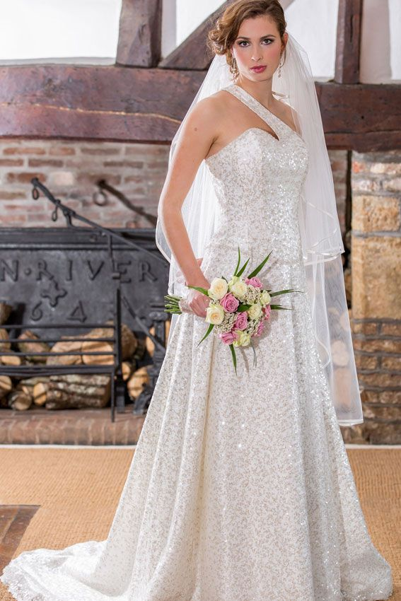best-contemporary-wedding-dresses-Qiana-Darcey-HRP