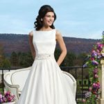 best-contemporary-wedding-dresses-featured