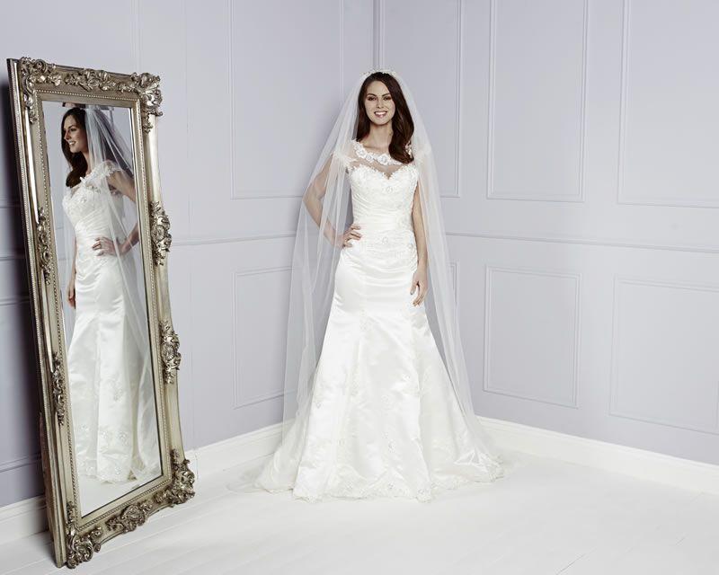 how-to-choose-right-dress-for-shape-amandawyatt.com AMARI Front
