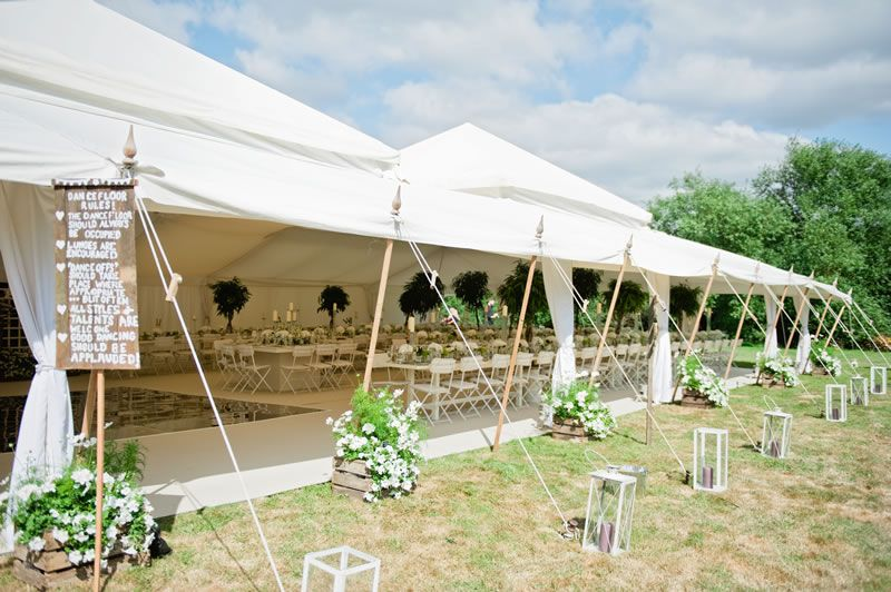 5-wedding-trends-house-of-hud-Tip 4 - Go Green - foliage in the Pearl Tent 4