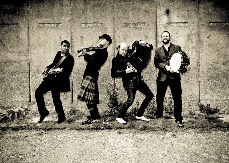 alive-network-Join hands in a circle Ceilidh-Band