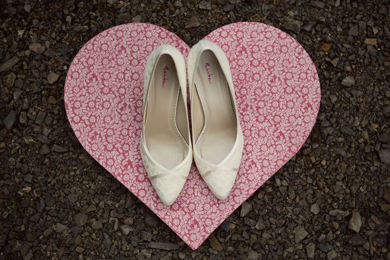 wedding-shoe-disaster-   lilyandfrank.co.uk   Emily&DaveStuckey_W_003