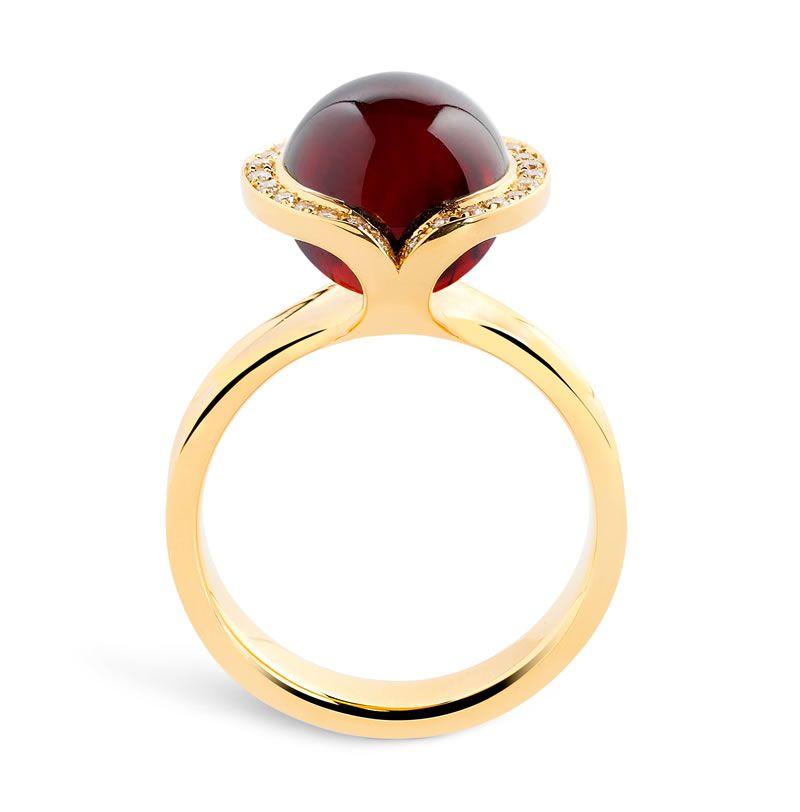 heirloom-london-Andrew Geoghegan-Celestia Garnet Cocktail Ring in 18kt gold w diamonds
