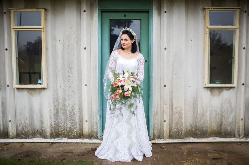 how-to-shop-vintage-wedding-dress-VL_C071