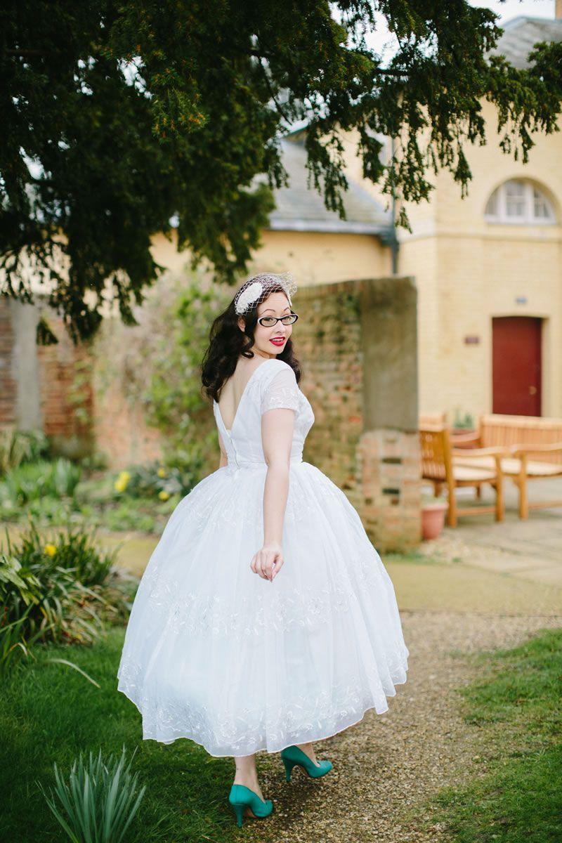 how-to-shop-vintage-wedding-dress-vl_056