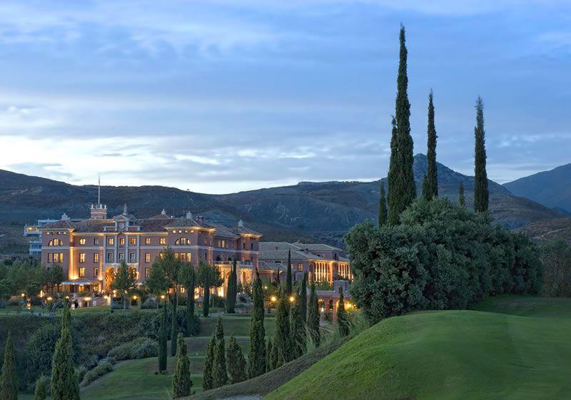 me-moon-healthy-honeymoon-Villa Padierna Exterior by Night