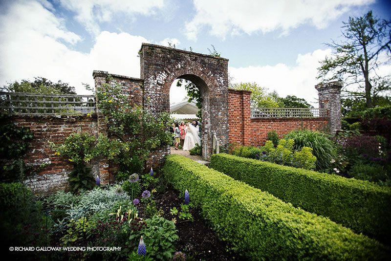 outdoor-wedding-venues-Bignor-Park-Richard-Galloway-Wedding-Photography-at-Bignor-Park-04