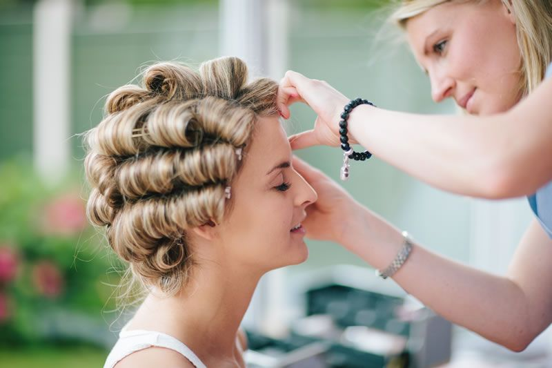 ultimate-wedding-hair-timetable-marriageisthebomb.com       getting ready_029