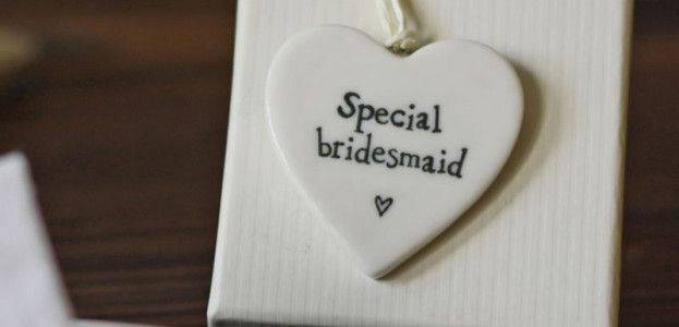 15-gifts-for-your-bridal-party-Special bridesmaid ceramic heart gift tag £3.50 The Wedding of my Dreams (2)