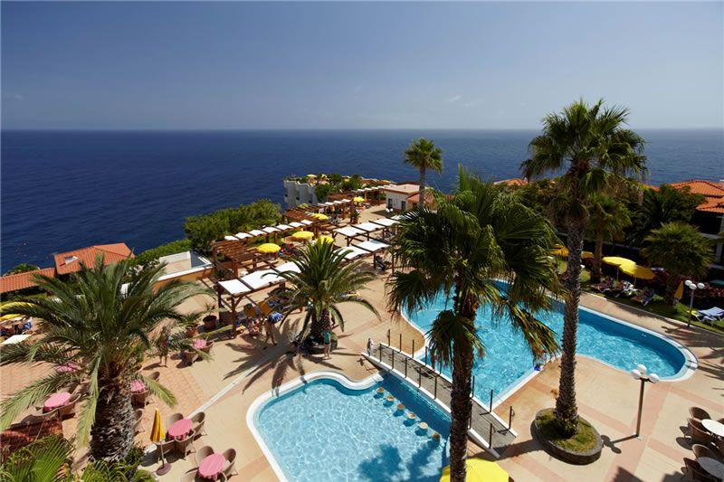 5-best-spa-breaks-Galo-Resort-pool-terrace