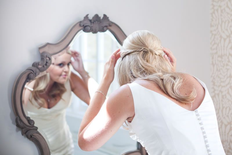 How To Avoid Disasters At Your Outdoor Wedding: How To Avoid Wedding Hair Disasters