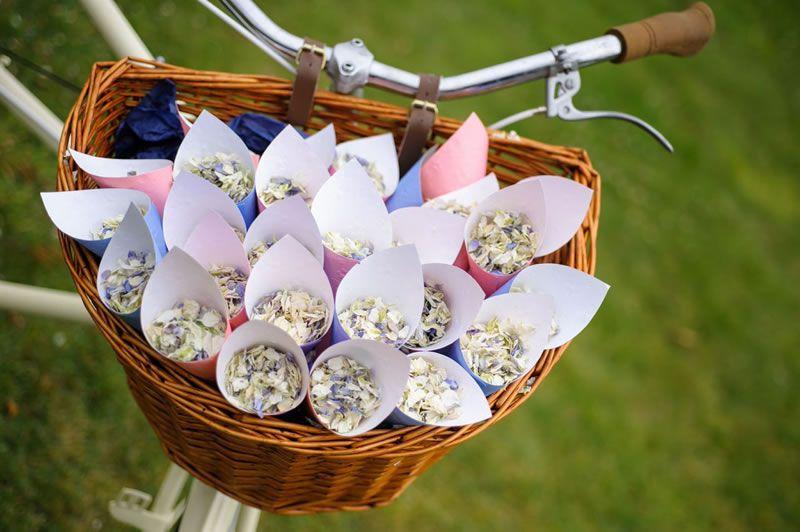 cool-confetti-ideas-shropshire-petals-p8m8YyLyvJURhSiknerzWQF3ZYUFcqh3k1SpQnicBjA