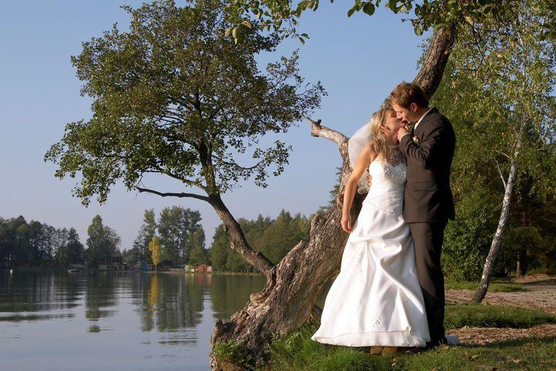 top-destinations-weddings-abroad-Wedding on a lake