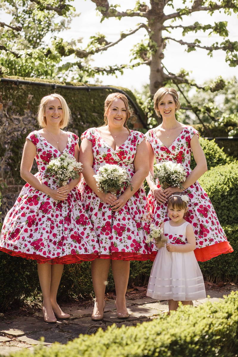 A retro red and navy for this couple's spring wedding