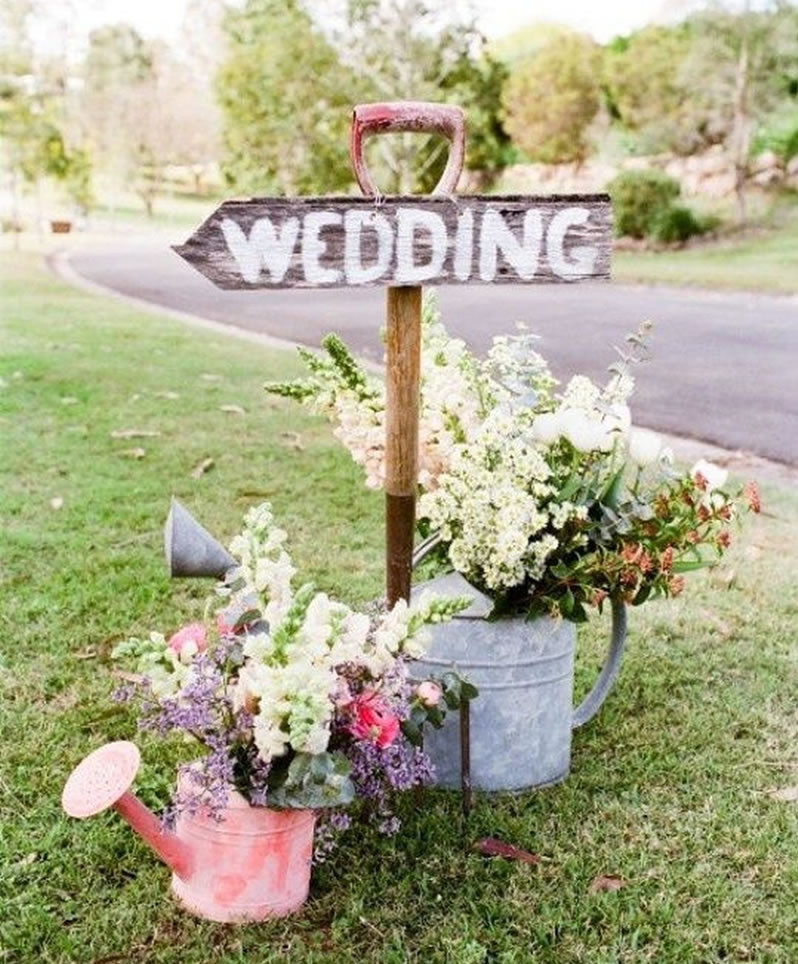 9-reception-decorations-summer-wedding-Signs via Pinterest http://www.weddingpartyapp.com/blog/2015/02/23/15-awesome-ideas-unique-spring-wedding/