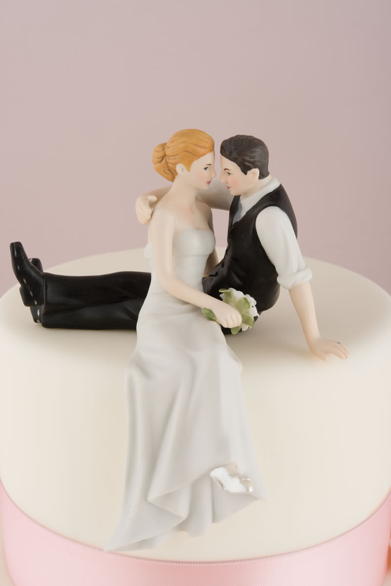 confetti-cake-toppers-9211-z_the-look-of-love-bride-and-groom-couple-figurine