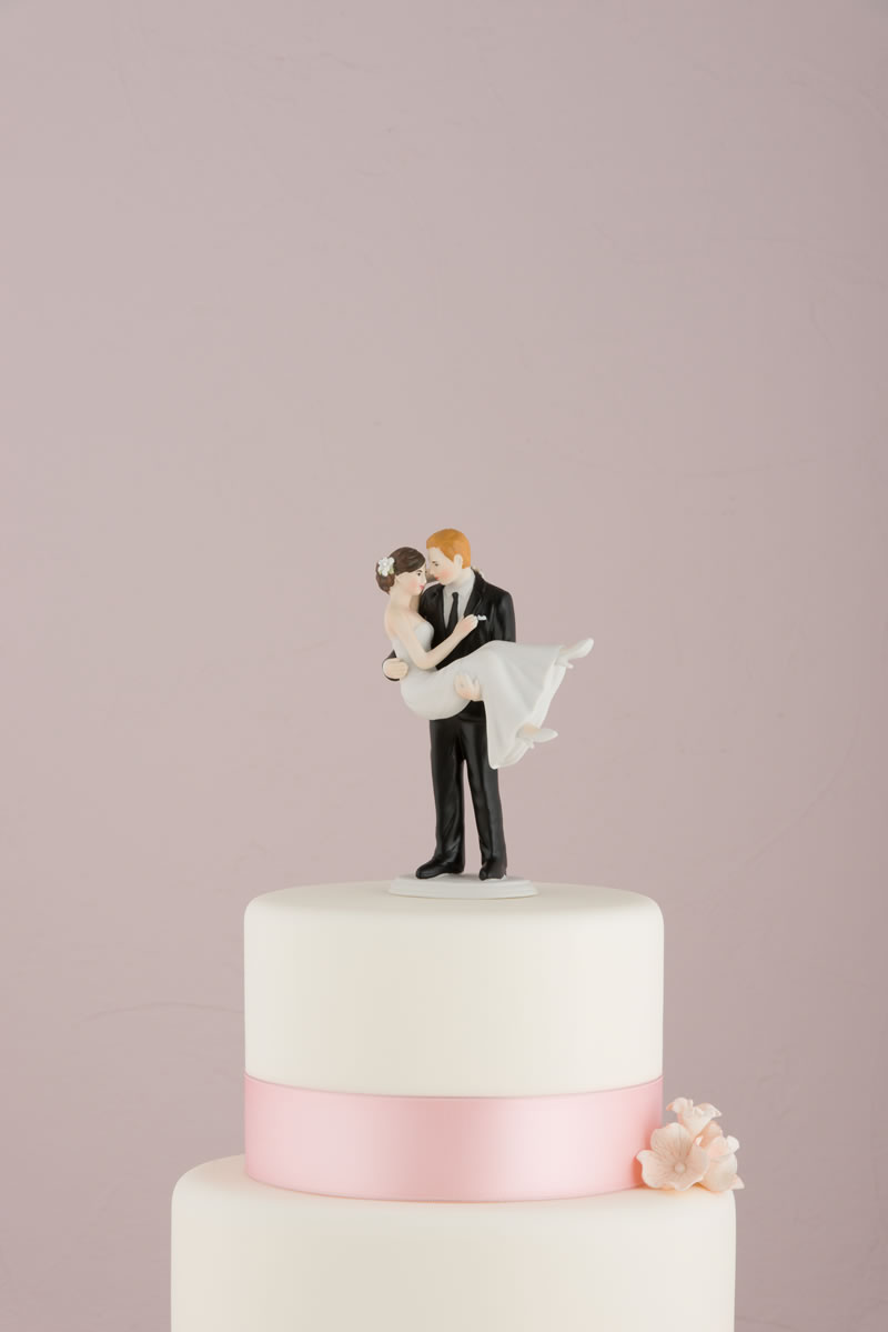 confetti-cake-toppers-9353_swept-up-in-his-arms-wedding-couple-figurine