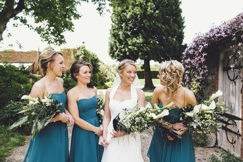 11-ways-bridesmaids-can-help-the-bride-stevegerrard.com KM-280-ASE