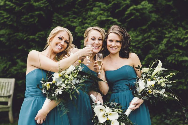 11-ways-bridesmaids-can-help-the-bride-stevegerrard.com KM-289-ASE