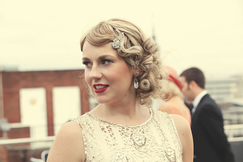 rules-of-wedding-accessories-1920s accessory - art deco hair clip, red lips and marcel waves (www.dottiephotography.co.uk)
