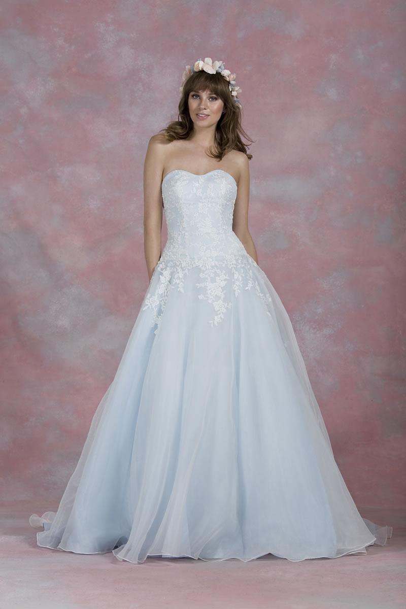 traditional-white-wedding-kelseyrose.co.uk Kelsey Rose White 2016 80007 Front