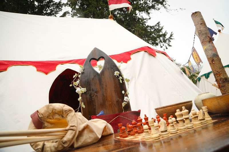 glamping-warwick-castle-Kings Tent exterior 1