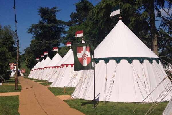 glamping-warwick-castle-line-of-tents