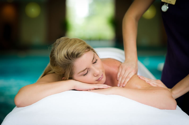 10-ways-to-de-stress-Ragdale Hall Shoulder Massage (3)