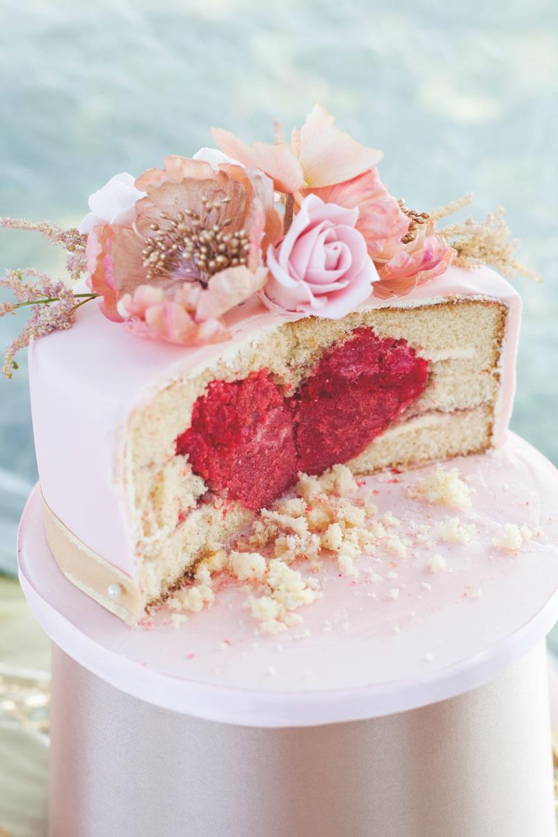 behind-times-wedding-cake-Elizabeths Cake Emporium www.elizabethscakeemporium.com 11th-July-2013-bridal-054-1