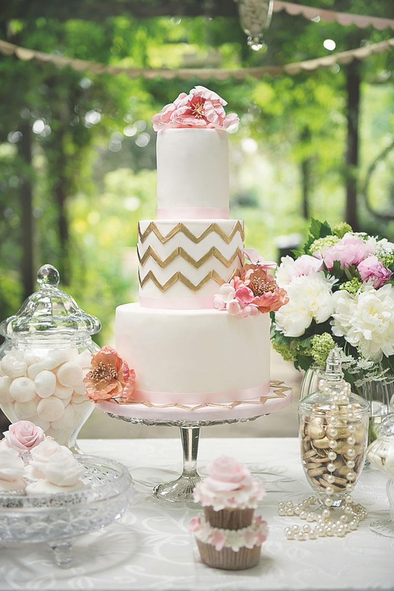 behind-times-wedding-cake-Elizabeths Cake Emporium www.elizabethscakeemporium.com KristynHarderPhotography_LondonWeddingShoot-58
