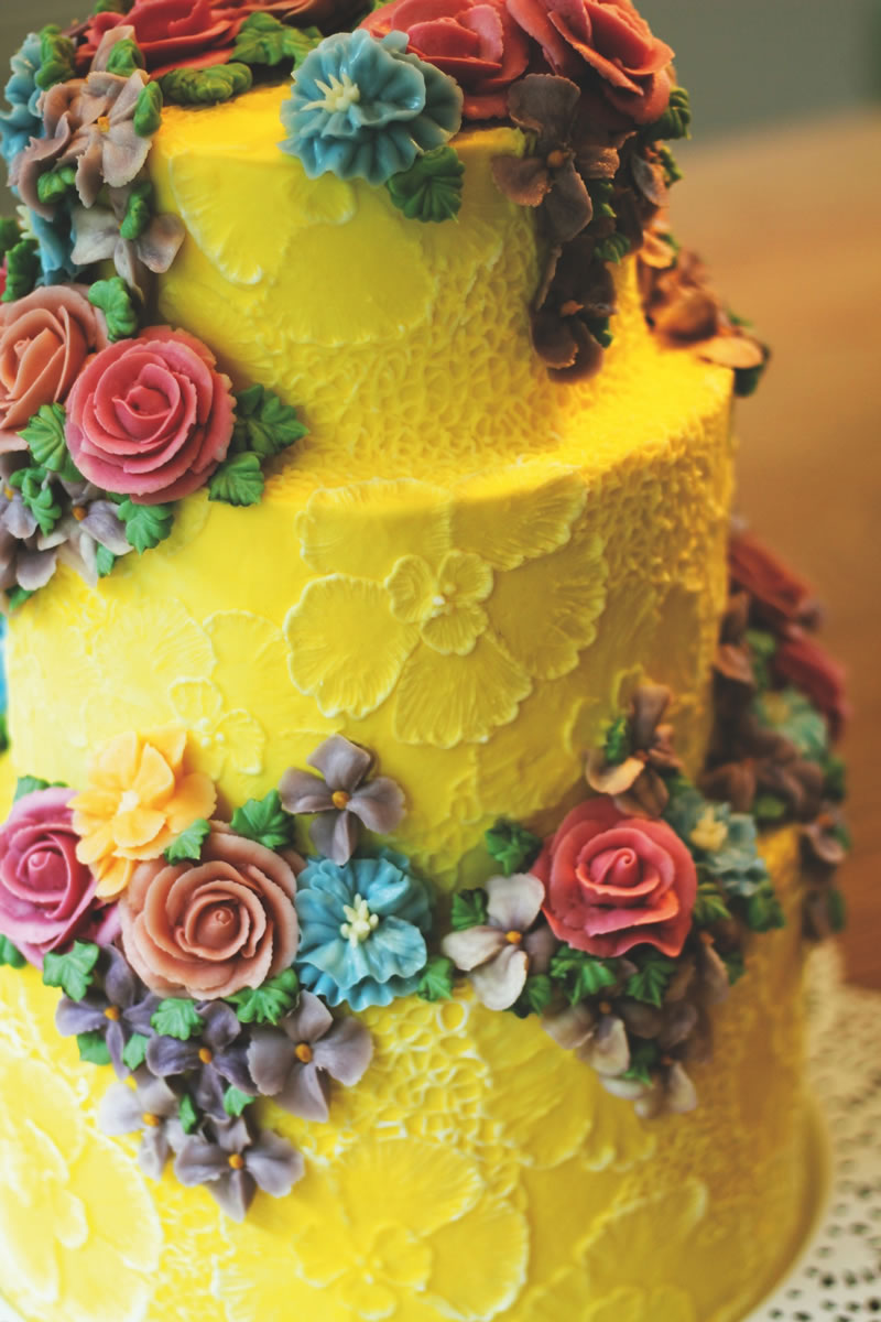 behind-times-wedding-cake-emmapagecakes.co.uk yellow2