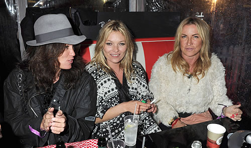 celebrity-inspired-Hen_KateMoss_Source_HelloMag