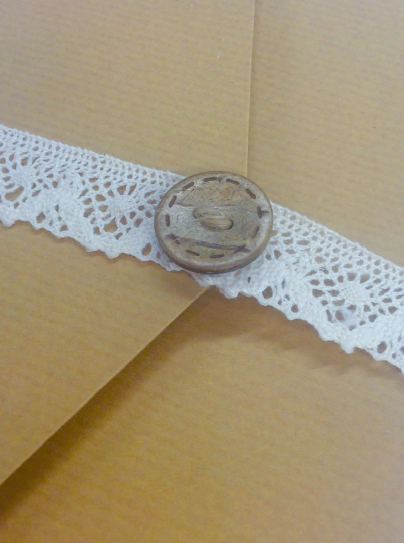 152-pocketfold-invites-Amazing lace