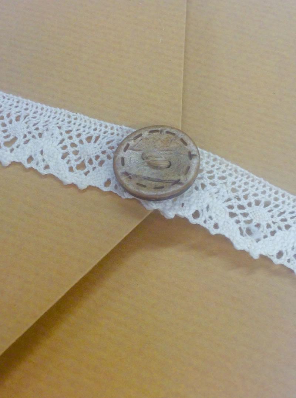 152-pocketfold-invites-Amazing lace