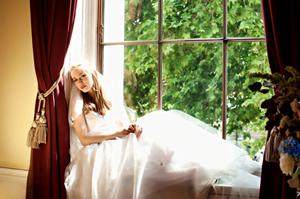 Bride-windowseat-landscape-CourtRoom-TrinityHouselow