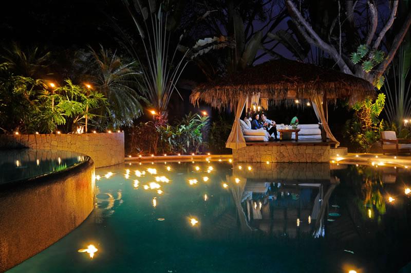 active-honeymoon-Florblanca-pool-relaxation