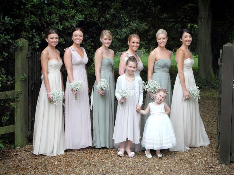 mismatched-bridemaids-favourite-bridesmaid-looks-louise-Philp-Photography-KBJ_093