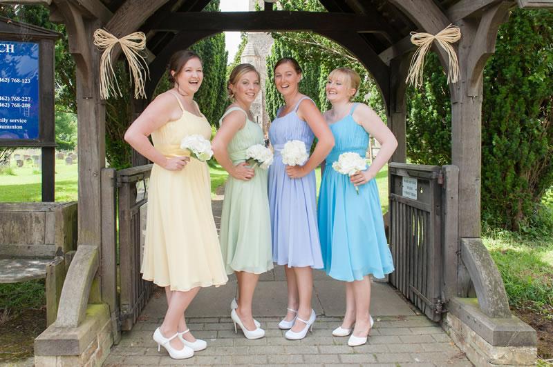 mismatched-bridemaids-whitegoldimages.co.uk Faye&Tim172 2