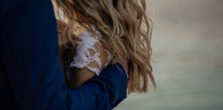 tom-the-photographer-easy-wedding-hair-ideas-laid-back-bride