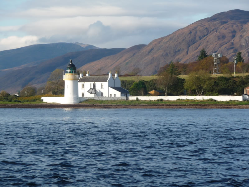 unique-familymoons-Corran Lighthouse Lodge 1