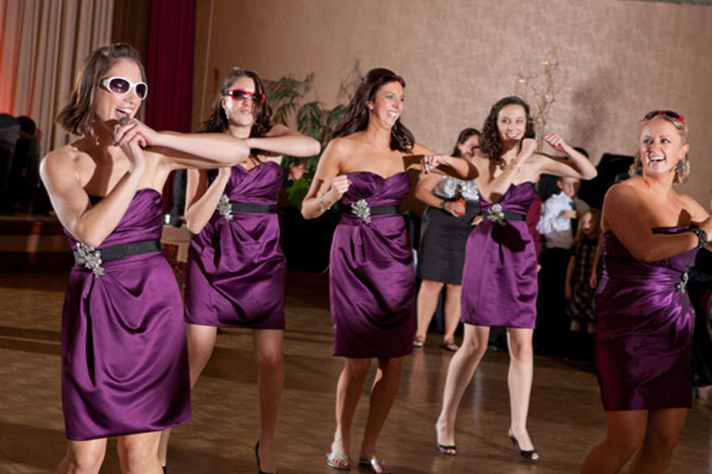 5-hen-activities-take-away-Learn a wedding dance