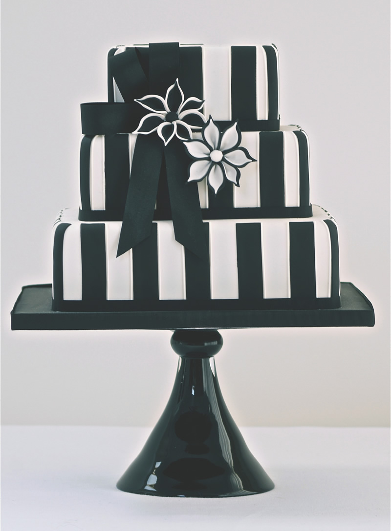 black-white-wedding-theme-CAKESBYKRISHANTHI.CO.UK Black & White £600.00