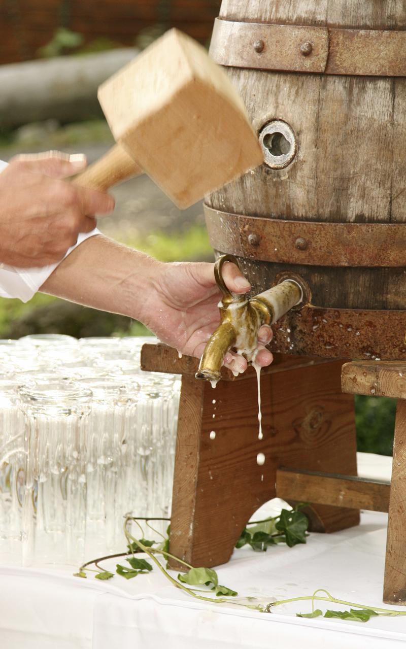 beer-unique-wedding-shutterstock_291338249
