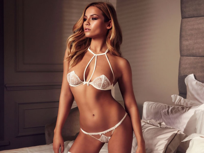 AN ESSENTIAL GUIDE TO YOUR WEDDING LINGERIE 1