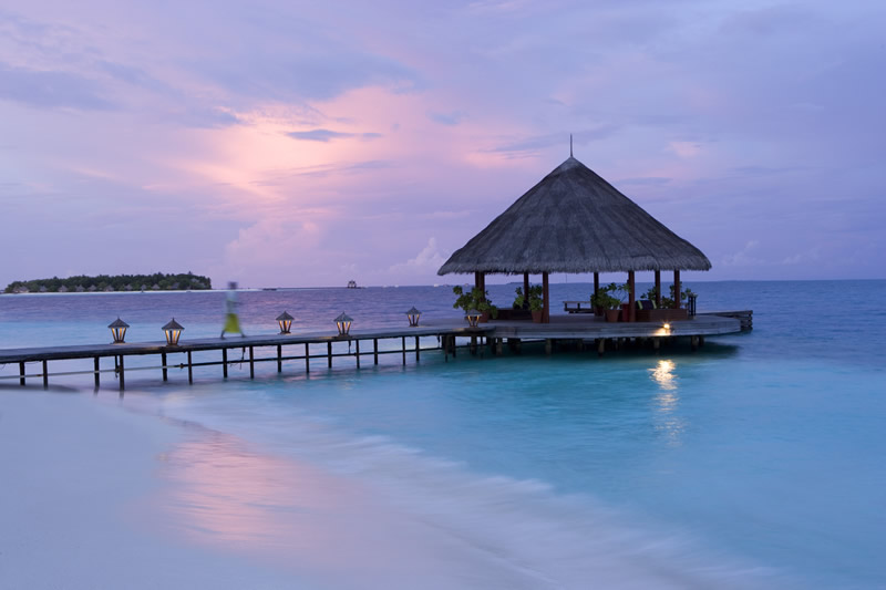 luxury-maldives-honeymoon-Hi_ANMVMI_27798166_ANMI_AMI_Ariel_View_of_round_island_HR-1
